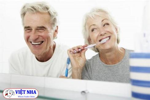 Trồng răng Implant cho người lớn tuổi